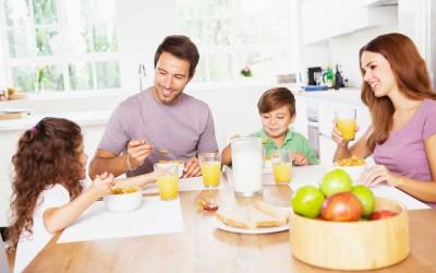Piramide alimentare dei bambini: educarli a tavola